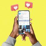 celular com rede social aberta - gerar mais engajamento no Instagram